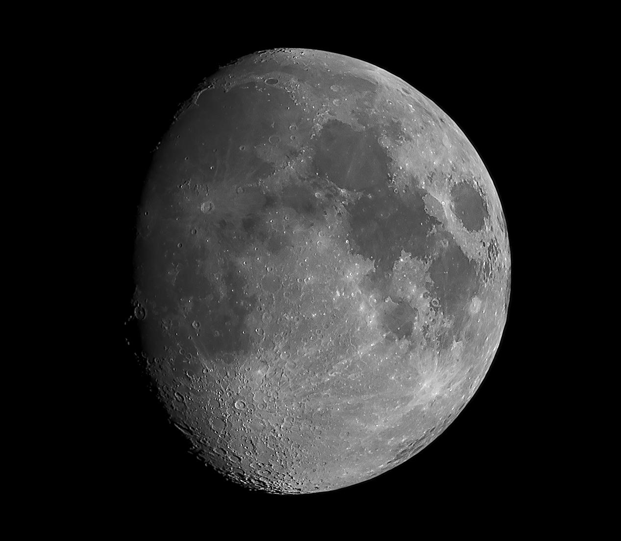 L'attribut alt de cette image est vide, son nom de fichier est lune_v2-17-07-04.jpg.